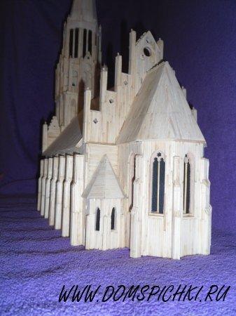 Готический собор из спичек