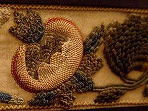 Оригинальная вышивка из шерстяных полосок