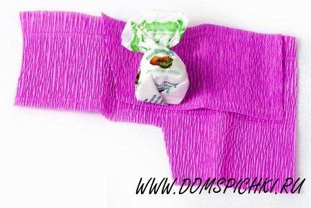 Букет из конфет и гофрированной бумаги