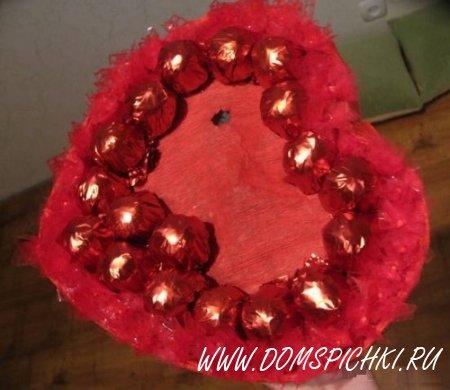 Конфетно-цветочный подарок на День Валентина