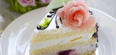 Оригинальное украшение для десерта – розы из мармелада