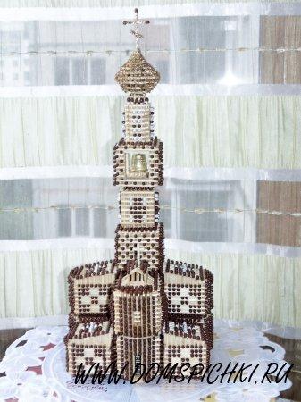 """Церковь с """"позоченным"""" куполом."""
