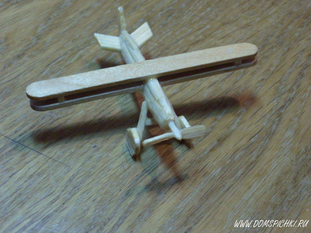 самолет из спичек